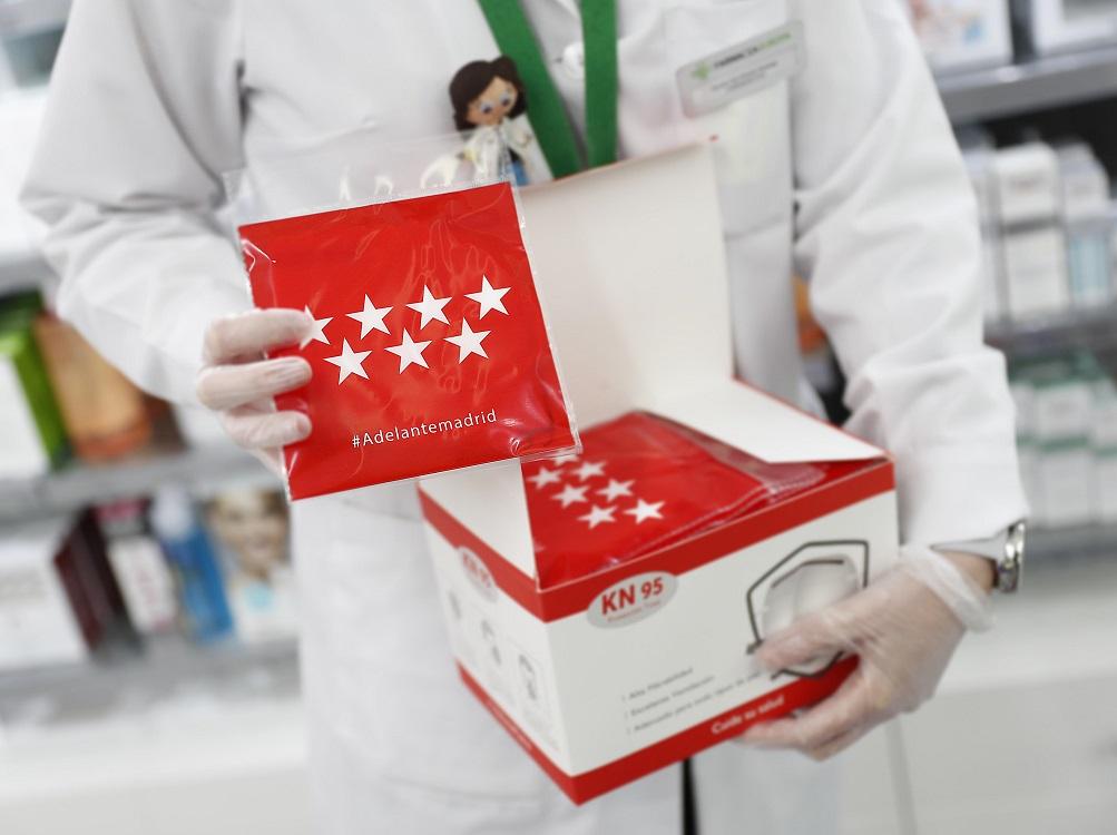 Todos los torrejoneros ya pueden recoger la mascarilla que la Comunidad de Madrid entrega de forma gratuita en las farmacias de la ciudad